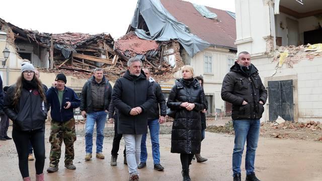 Miroslav Škoro obišao potresom razrušenu Petrinju
