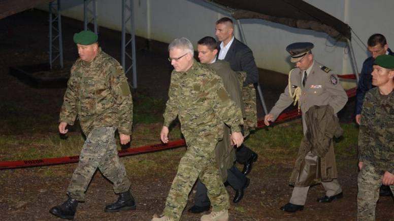 Nakon Tuđmana i Mesića i Josipović obukao uniformu
