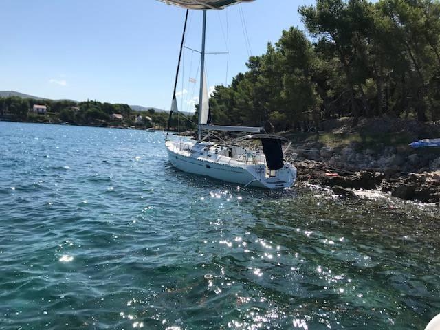 'Brodica  je udarila u nešto, mi ubrzano tonemo, pomozite...'