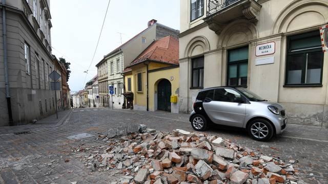 U Mesničkoj se na ulicu sasuo crijep: 'To još od potresa nije sanirano, zato se sad urušio!'