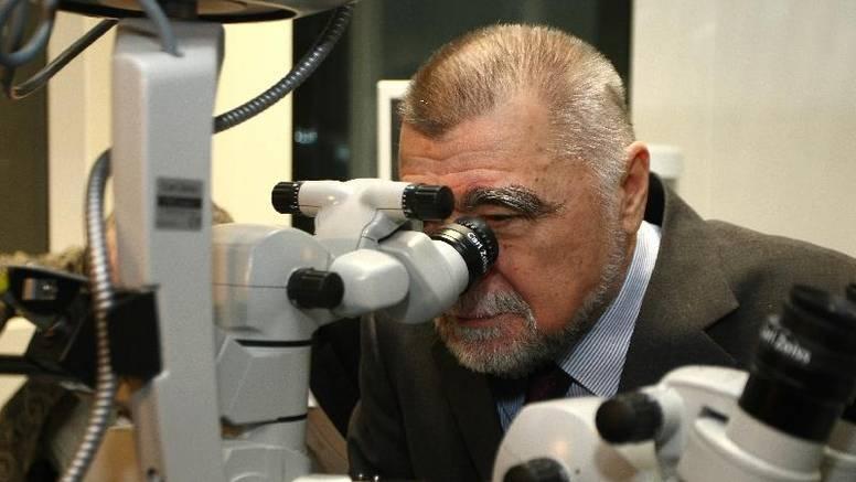Predsjednik je dalekovidan i razmišlja o operaciji očiju