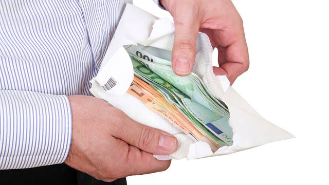 Prijatelju sredio posao kod 'Pavla Vujnovca', u godinu dana prevario ga za 381.500 kuna?!