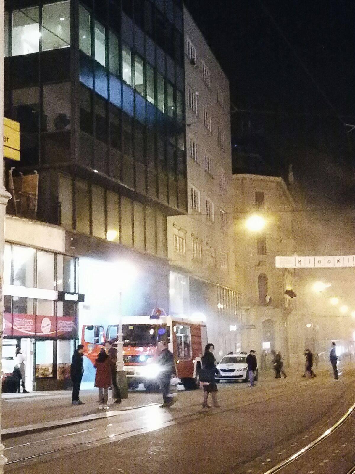 Požar na Trgu bana Jelačića: Gusti dim uznemirio građane