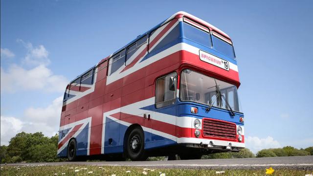 Na Airbnb-u možete unajmiti 'Spice Bus' s tematikom 90-ih