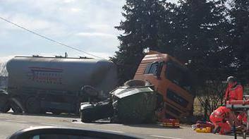U naletu kamiona na traktor kod Koprivnice ozlijeđena žena