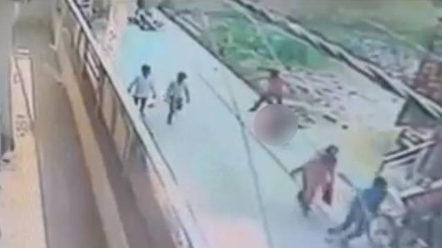 Nitko se nije ni okrenuo: Izbo djevojku i zatukao je kamenom