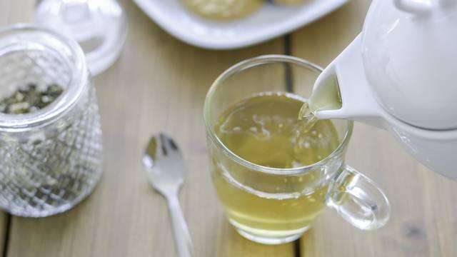 Sedam prednosti bijelog čaja za zdravlje: Dobar za kosti, jetru...