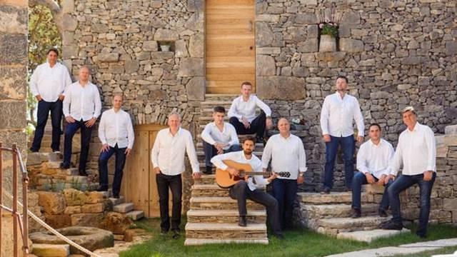 Klapa Rišpet nastupa u dvorani Lisinskog: Gošće Rozga i Doris