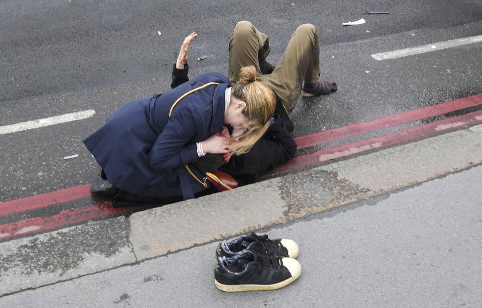 Muž heroj žrtvovao sebe kako bi spasio suprugu od terorista