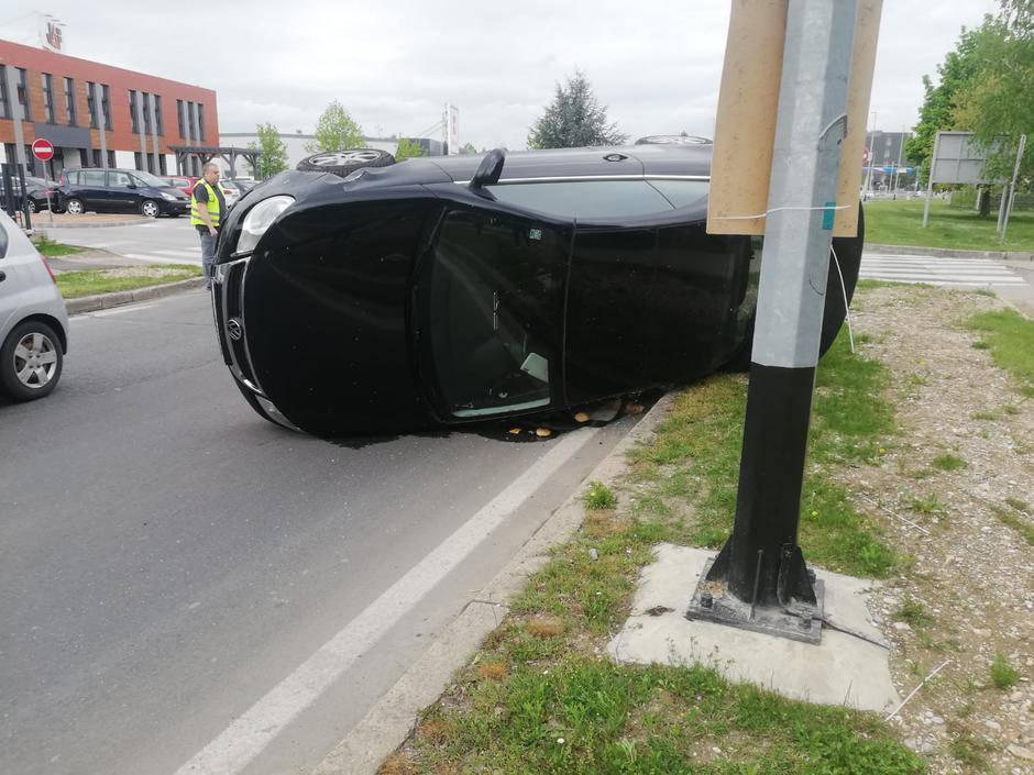 Nesreća u Velikoj Gorici: 'Brzo je uletio u zavoj pa se okrenuo'