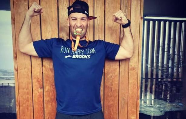 Pretrčao maraton na balkonu: 'Trčanje na ulicama nije dobro'