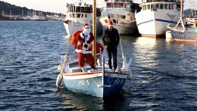 Prekrasna čarolija na Murteru: Djed Božićnjak stigao brodom