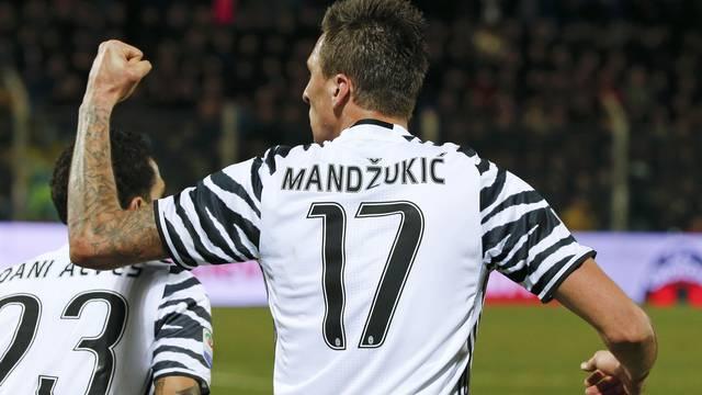 Football Soccer - Crotone v Juventus - Italian Serie A