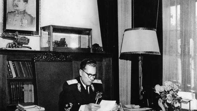 Tito in seinem Arbeitszimmer / Foto 1946