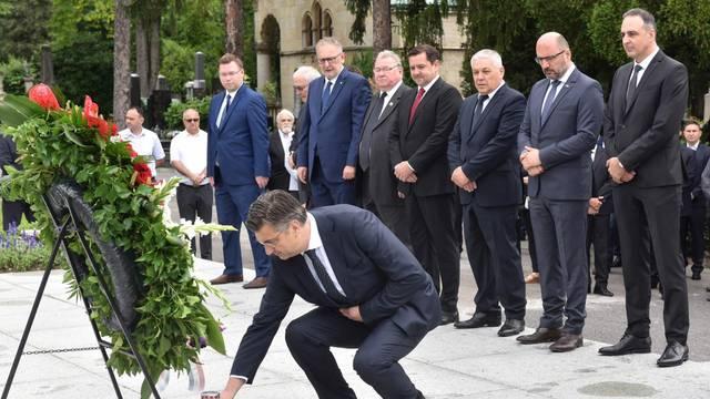 Zagreb: HDZ položio vijence na Tuðmanovom grobu