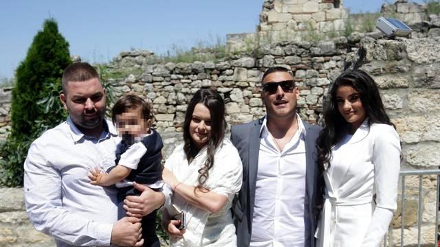 Lazić i zaručnica krstili sina: Na ceremoniji su bili samo kumovi