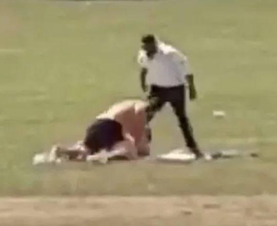 Seks u parku punom djece: Ljut otac se zaletio i razdvojio par