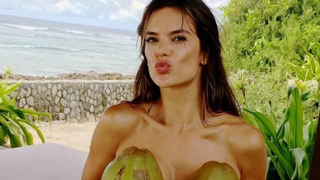 Ovako je prekrasna Alessandra proslavila 7 milijuna pratitelja