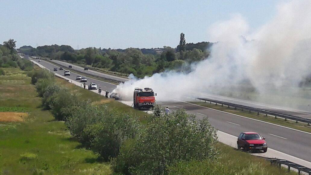 Autocesta A4: Zapalio im se auto u vožnji, nema ozlijeđenih