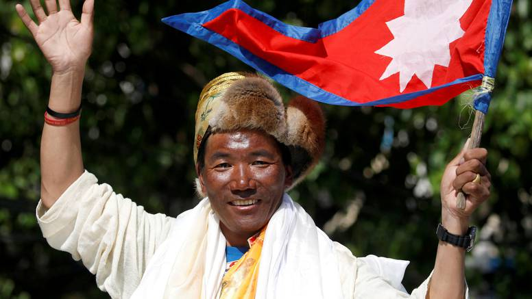 Nepalski šerpa Kami Rita popeo se na Everest rekordni 25. put