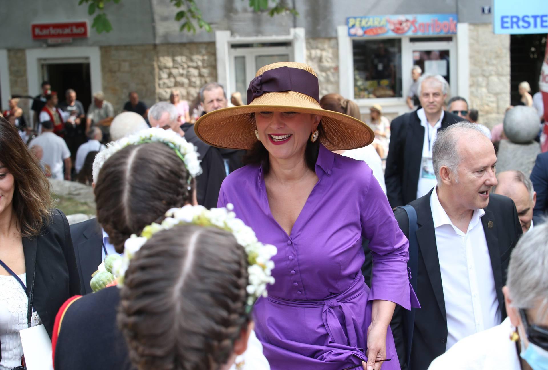 Sanja Milanović je odjevnom kombinacijom privukla pažnju: Pojavila se s ogromnim šeširom