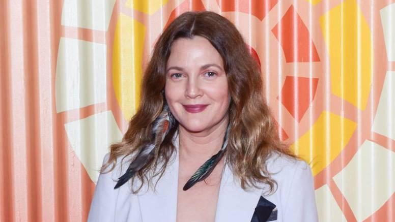 Drew Barrymore otkrila: 'Djeda su prijatelji nakon smrti ukrali iz mrtvačnice i odveli na tulum'