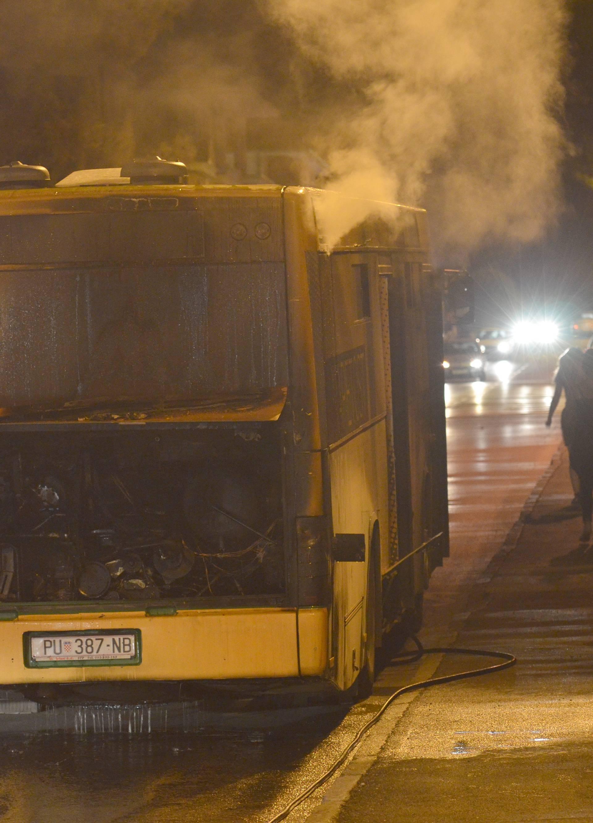 Zapalio se gradski autobus u Puli, srećom nema ozlijeđenih