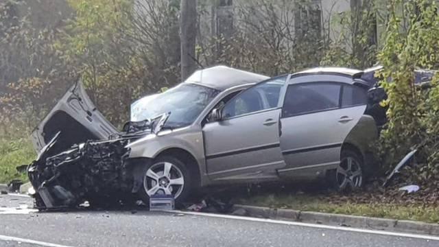 Tri mrtva u sudaru kod Udbine: Policajac u Škodi prešao u krivi smjer, poginula i dva radnika...
