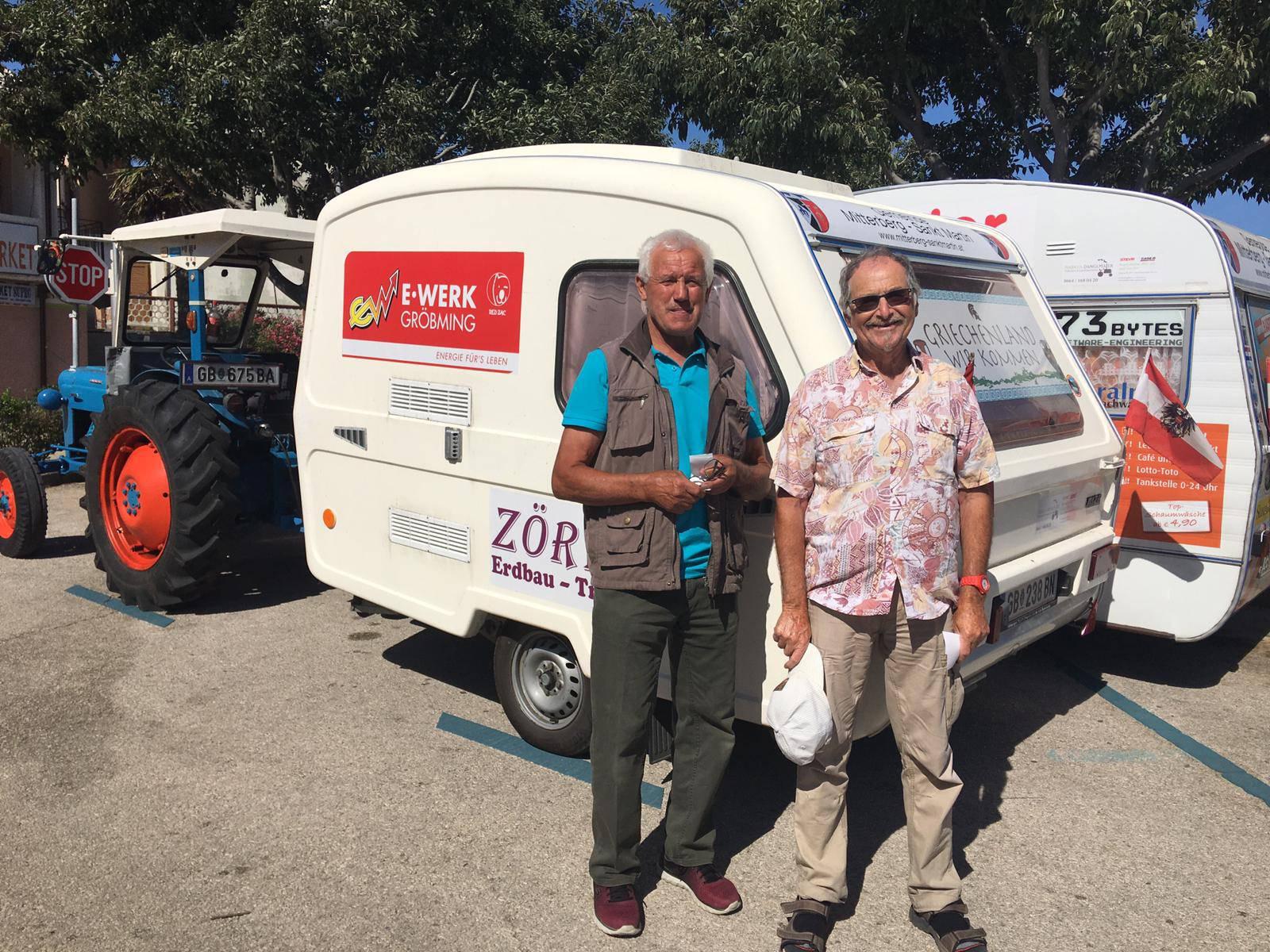 Dva prijatelja putuju iz Austrije s traktorom i prolaze Europu...