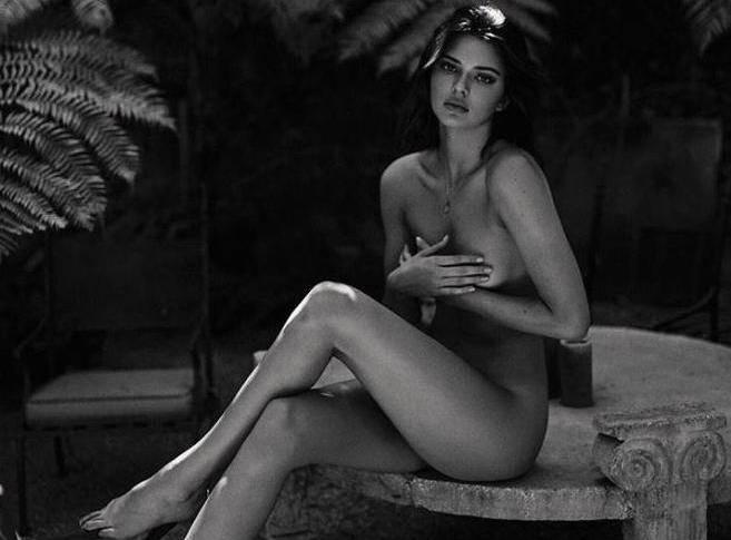 Kendall Jenner je zaplivala u gaćicama: Ima lijepe bradavice
