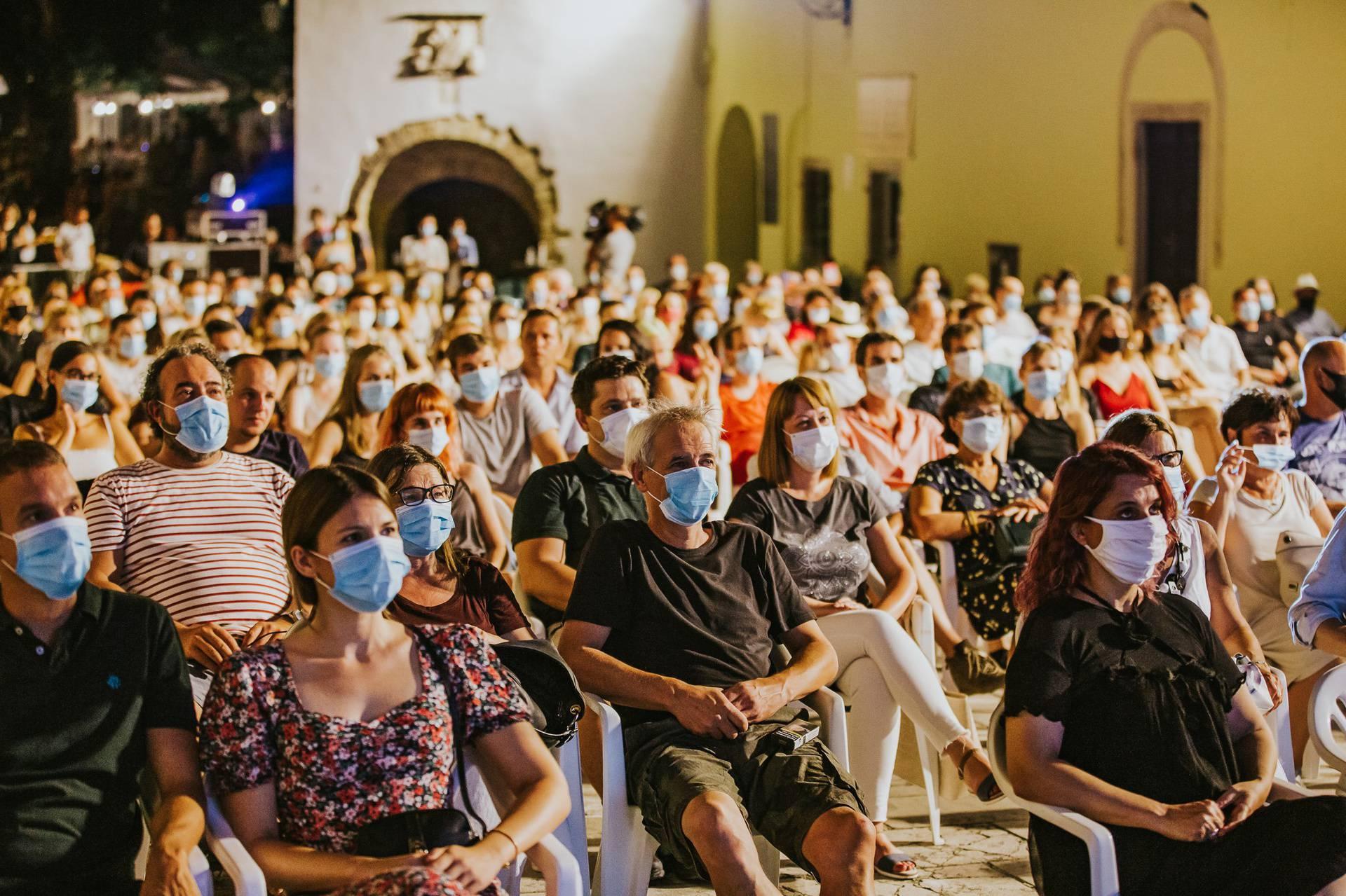 Motovun Film Festival otvoren je uz distancu, maske i rakiju