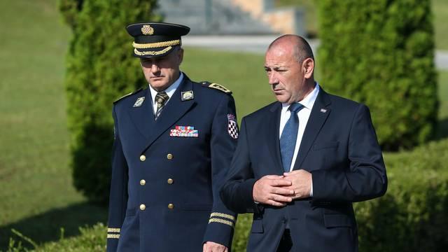 Zagreb: Tomo Medved i Željko Reiner položili vijence na groblju Gaj urni - Krematorij