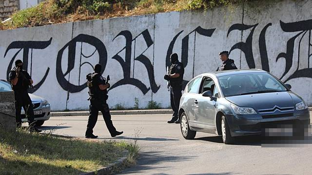 Policija zna tko je pucao na taksista, ali još traže napadače