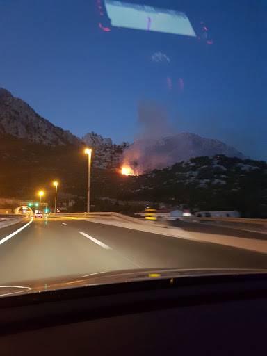 Obustavljen promet između sv. Roka i Maslenice zbog požara