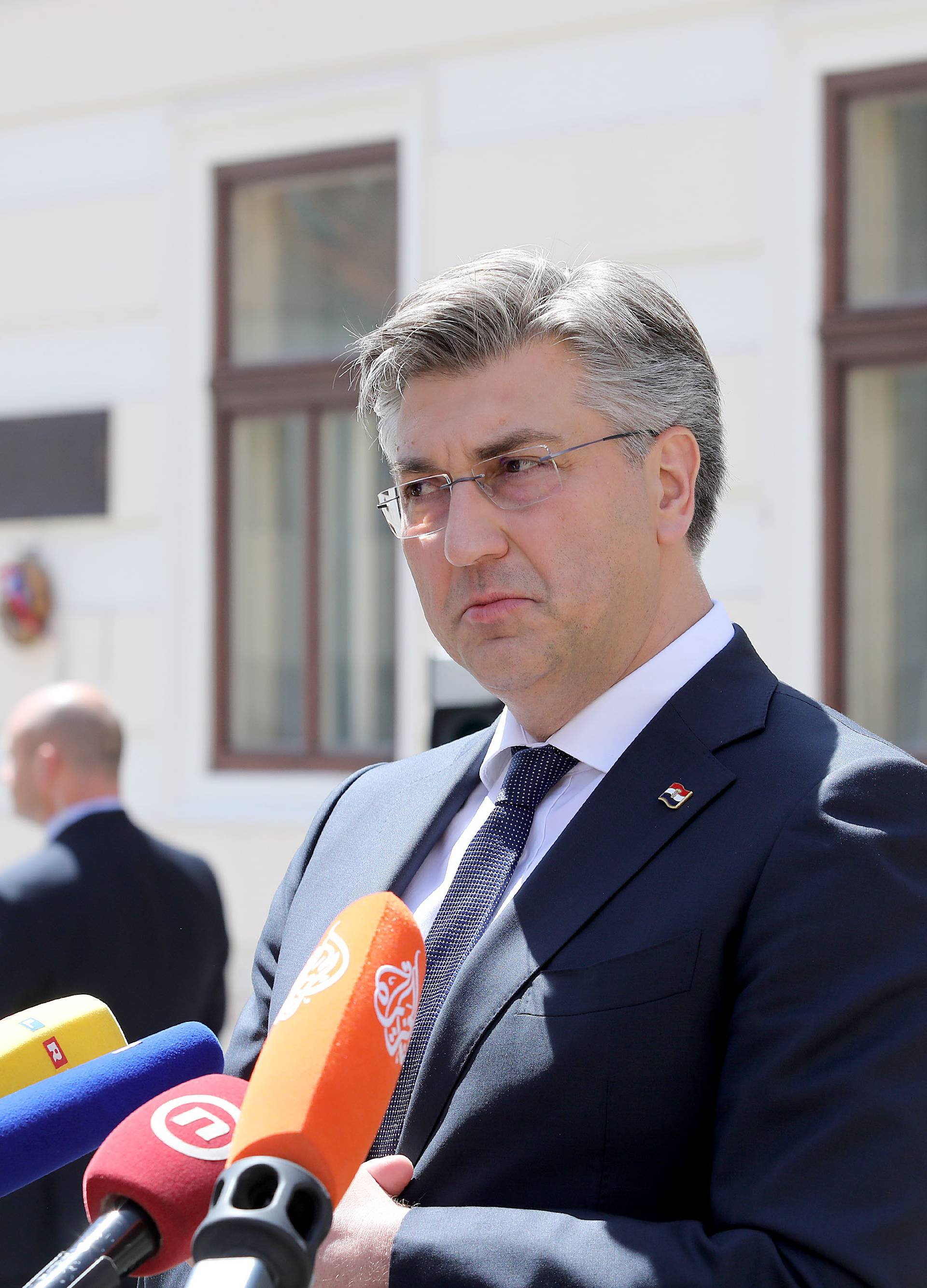 Zagreb: Andrej Plenković prihvatio ostavku ministra obrane Damira Krstičevića