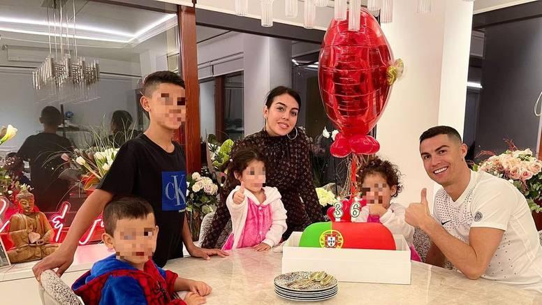 Cristiano proslavio rođendan s obitelji: Žao mi je što ne mogu obećati još 20 godina karijere