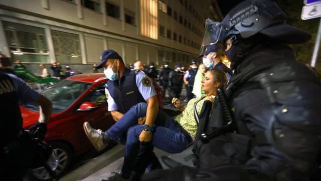 Oštar prosvjed RTV Slovenija zbog upada 'antivaksera': 'Ovo je bio napad na novinarski rad'
