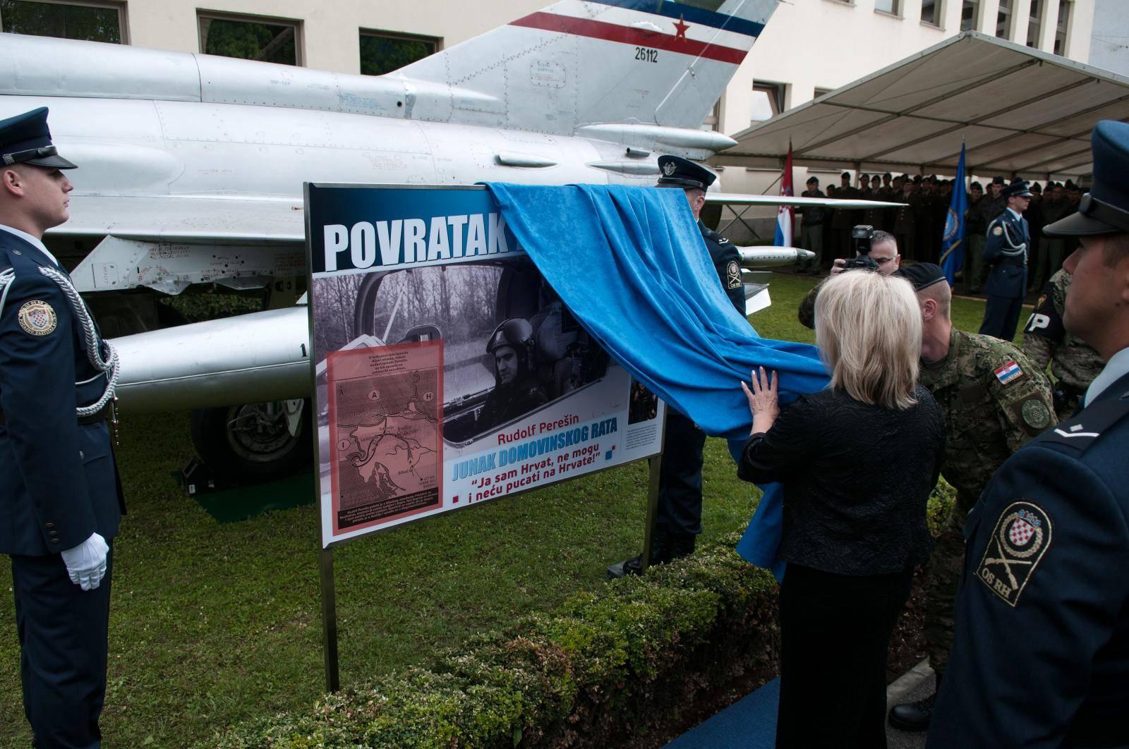 Perešinov avion koji je nakon 28 godina vraćen u RH, izložen ispred Ministarstva obrane