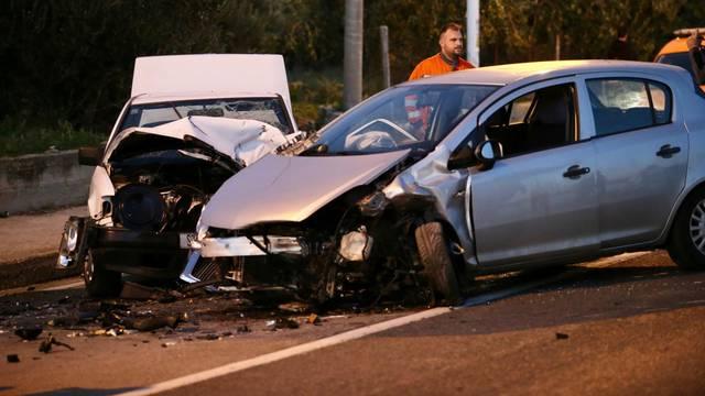 Nesreća u Podstrani: Sudarila se dva vozila, četvero ozlijeđenih