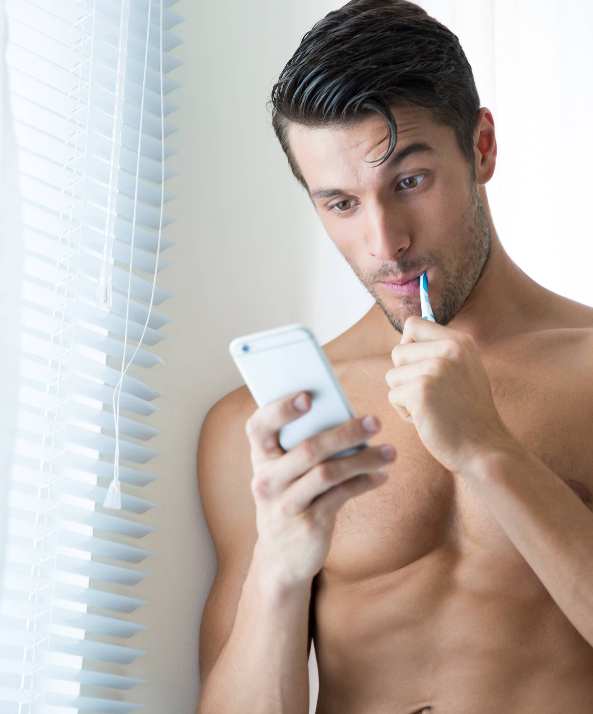 I oni vole dopisivanje: Muškarci 'padaju' na kratke SMS-ove...