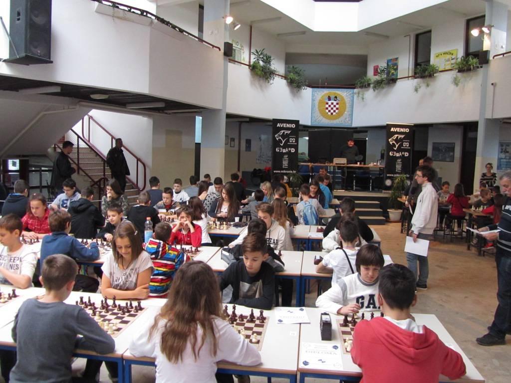 Mali šahovski majstori pokazali umijeće na turniru u Dugavama
