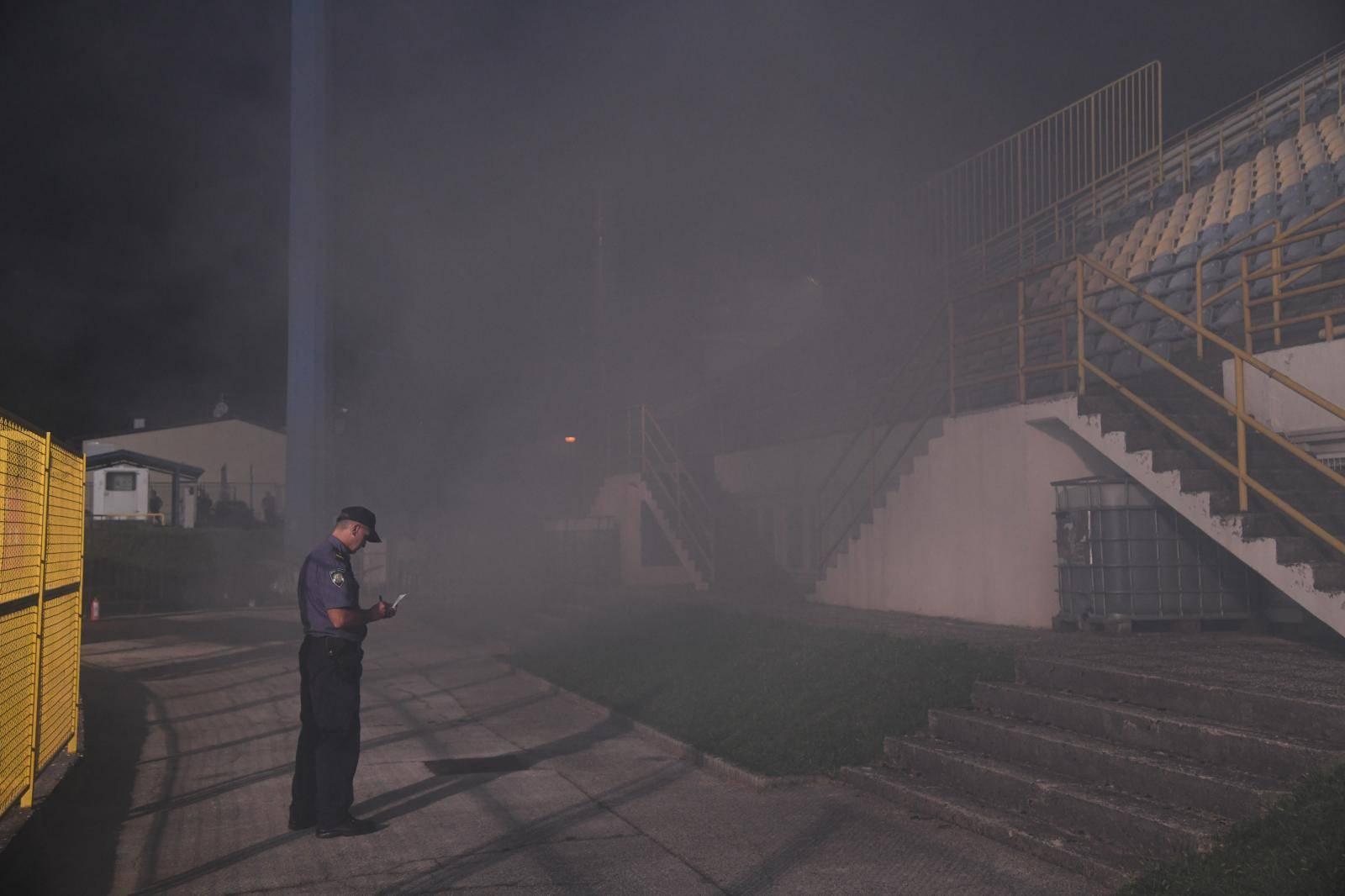 Nestalo struje pa izbio požar, igrači pobjegli u svlačionicu...