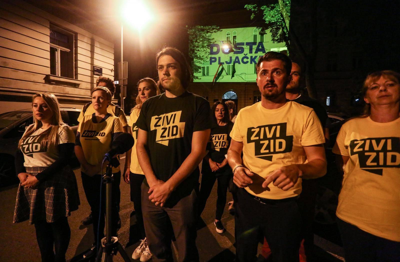 Zagreb: Živi zid osvijetlio zgradu DORH-a