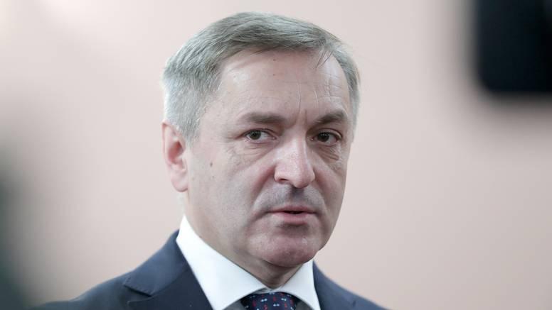 Sumnjaju da je Barišiću ulaznicu i putovanje na utakmicu platio HNS, pozvali ga na očitovanje