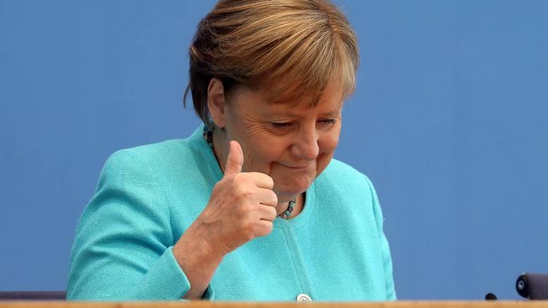 Merkel je dobila svoju figuricu za tamjan: Drže ih na kaminu, polovicu su već rasprodali...