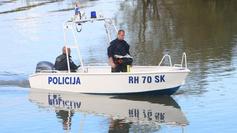 Čamac im se prevrnuo: Jedan je uspio isplivati, dvojicu još traže