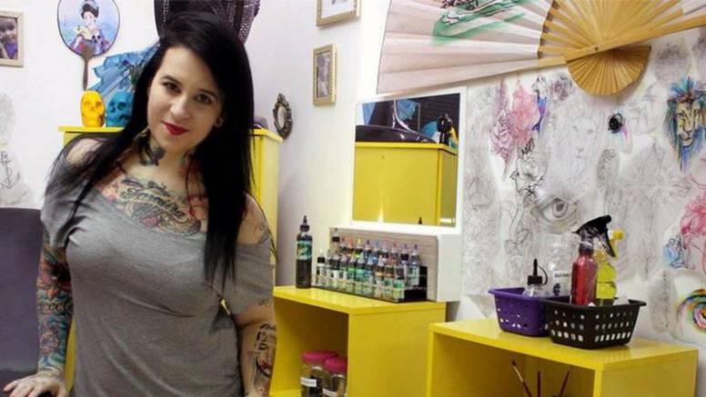 Na mjestu ožiljka - tetovaža! Žrtvama nasilja oslikava tijelo