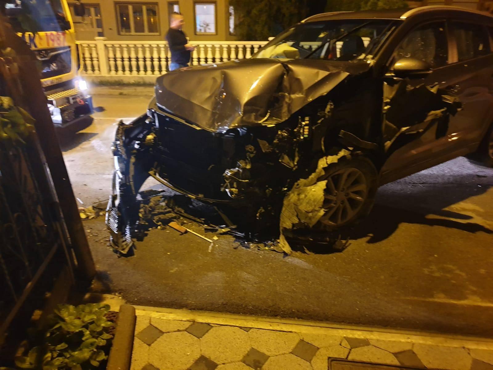 Pijan autom probio zid: 'Bogu hvala da smo postavili ogradu'