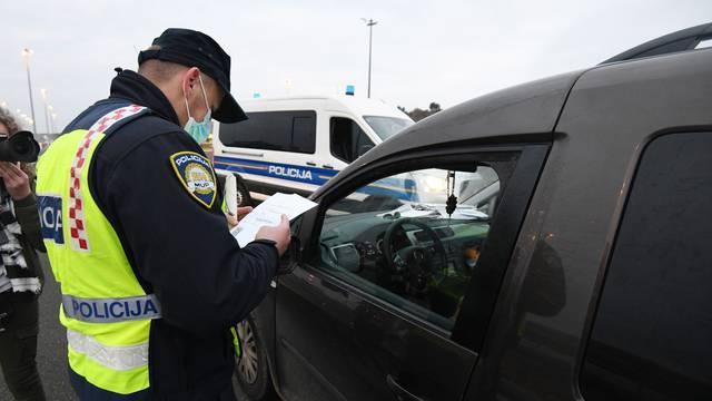 Policija kontrolira propusnice na punktovima: 'Građani su dosad predali čak 96.000 zahtjeva'