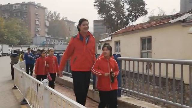 Najviša curica na svijetu: Tek joj je 11, a visoka je 210 cm!
